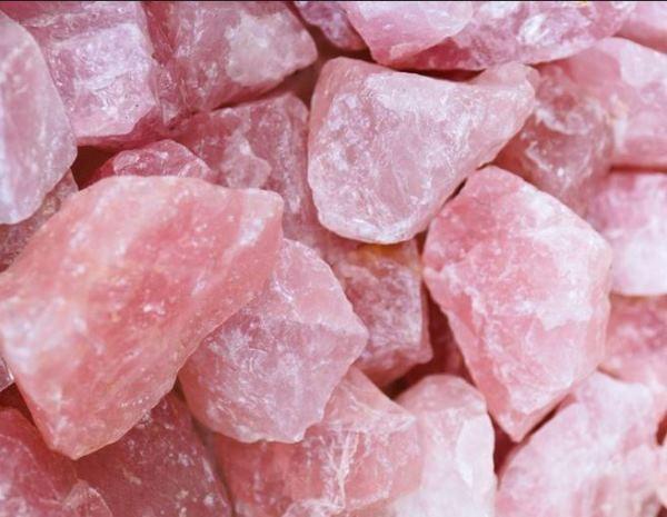 кристалл розовый кварц