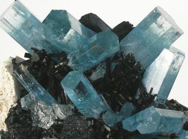 натуральные камни бериллы