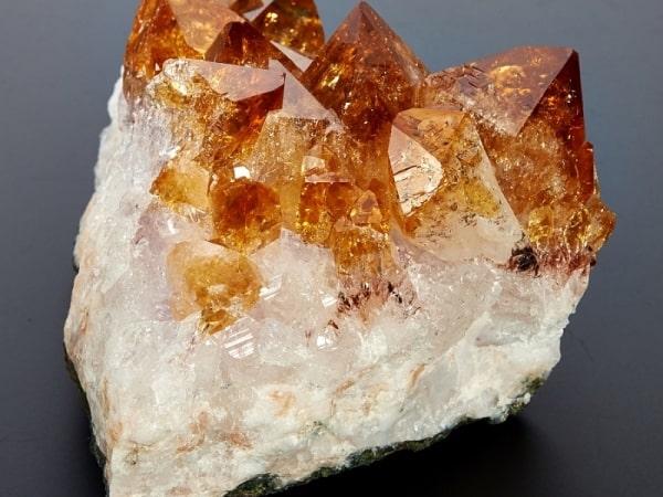 полудрагоценный кристалл