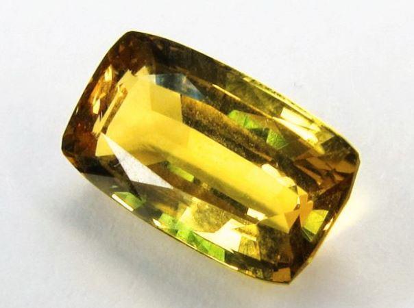 Натуральный желтый сапфир фото