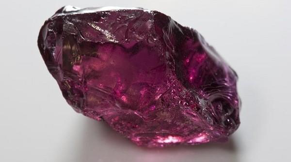 минерал для создания ювелирных украшений