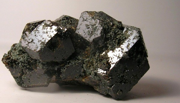 силикат из группы гранатов