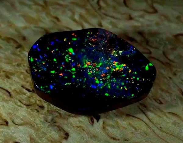 камень черный опал