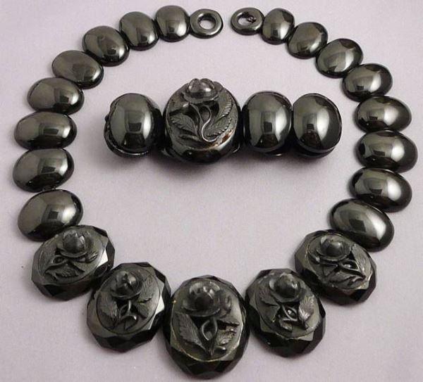 Гагатовое ожерелье