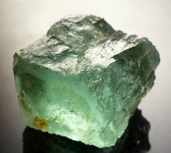 Камень аквамарин зеленый