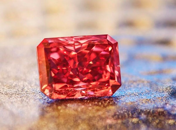 красный алмаз фото