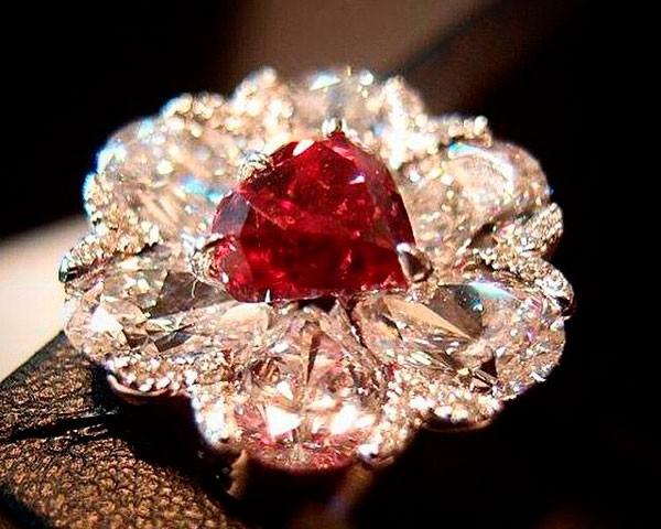 красный бриллиант фото