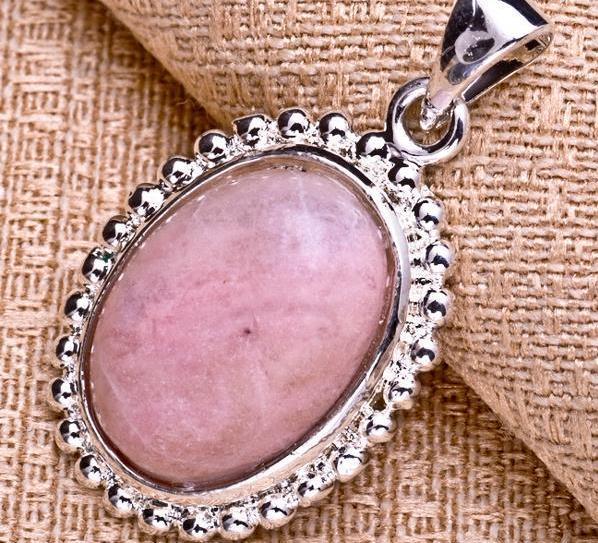 кулон розовый опал