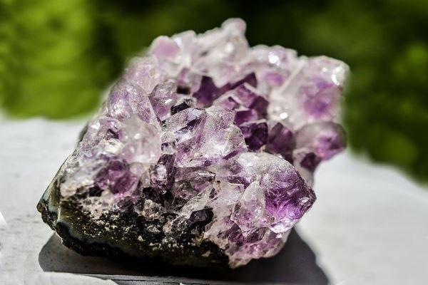 Природный минерал - аметист