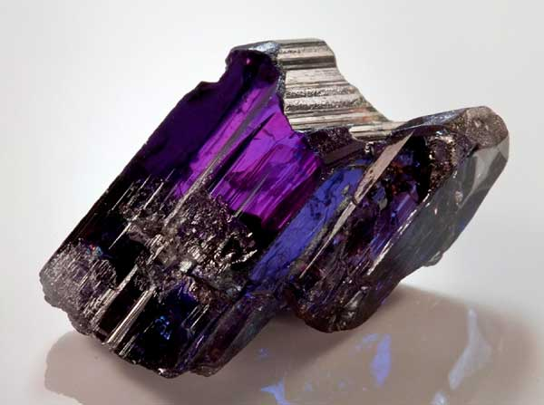 минерал танзанит