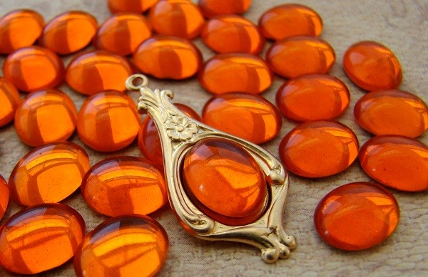 Оранжевый камень гиацинт