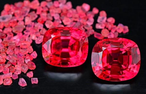 Розовый камень гиацинт