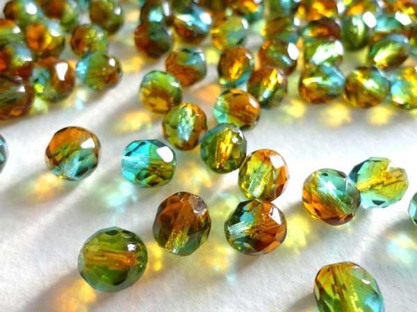 камень зеленый янтарь