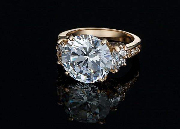 Алмаз в золоте