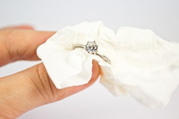 Чистка кольца с бриллиантами