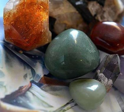 Камни по знаку Зодиака для Девы