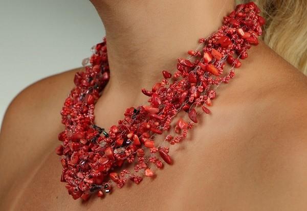 С чем носить украшения из коралла