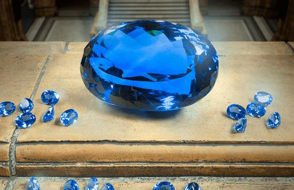 Большой голубой топаз