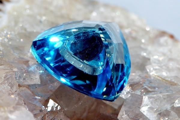 Происхождение голубого топаза
