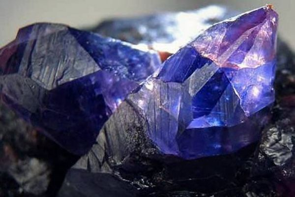 Сапфир: происхождение минерала