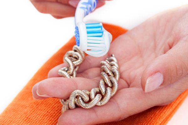 Чистка золота зубной пастой
