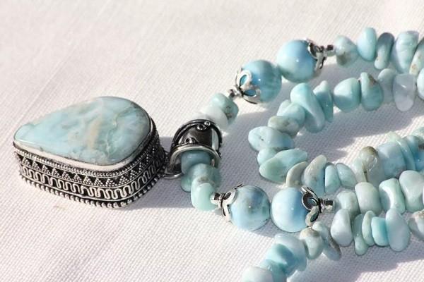 кристаллы голубого цвета