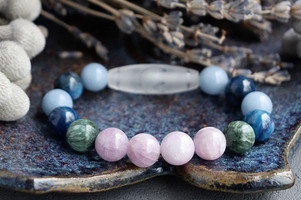 Кианит с другими камнями